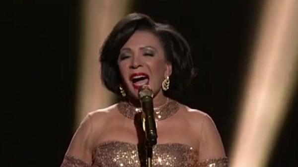 Shirley-Bassey-Oscars-2013-Goldfinger-Academy-Awards-600x337