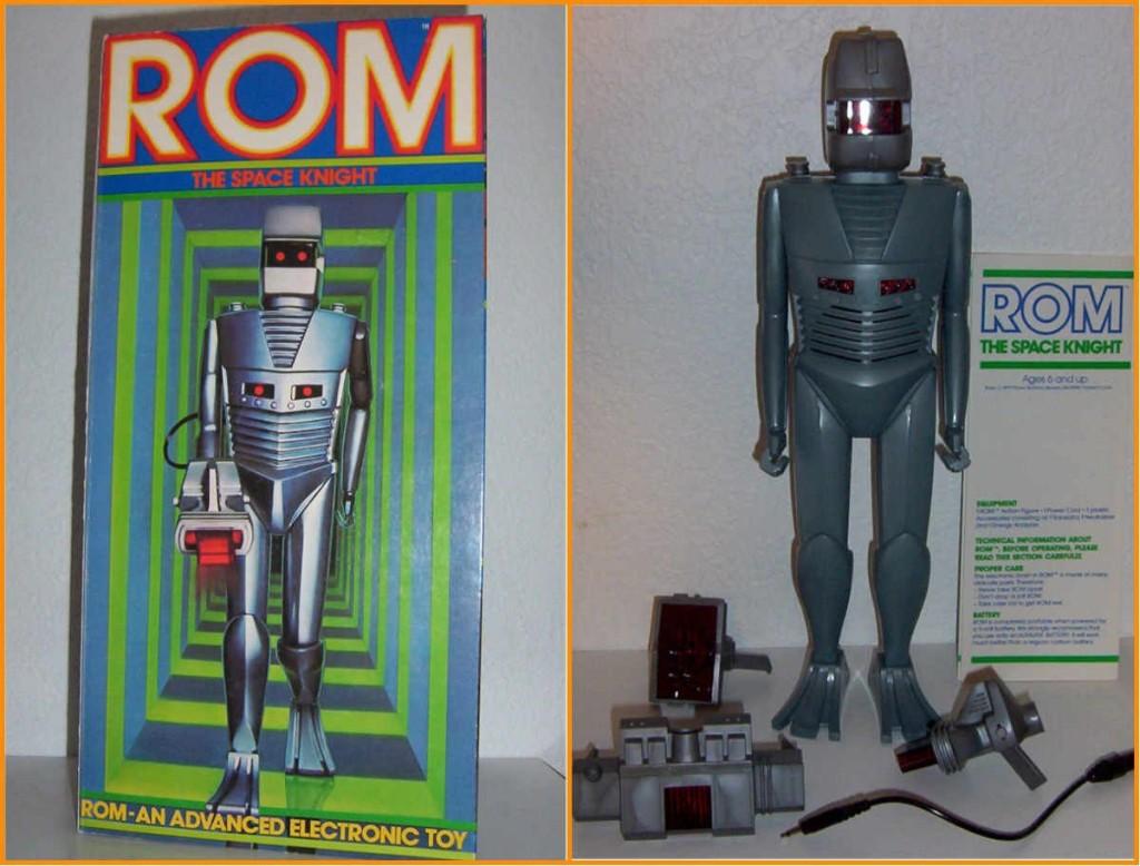 (1) A caixa original de Rom, the Space Knight e (2) Rom foram da caixa com seus acessórios: o Analisador, o Neutralizador e o Tradutor Universal, cada um com seu próprio som. Rom também fazia barulho de respiração (não por coincidência parecido com o de Darth Vader) e de jato, para simular voo.