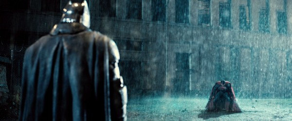 batman-v-superman-trailer-screengrab-34-600x249