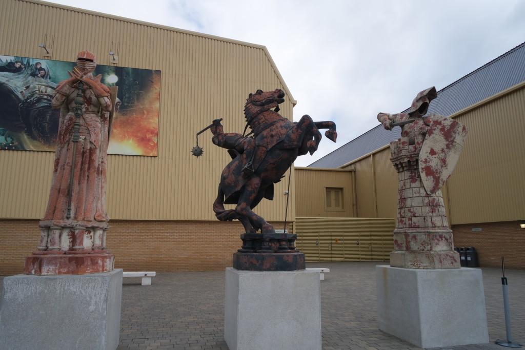 As famosas peças do Xadrez de Bruxo podem ser vistas logo na entrada dos estúdios!