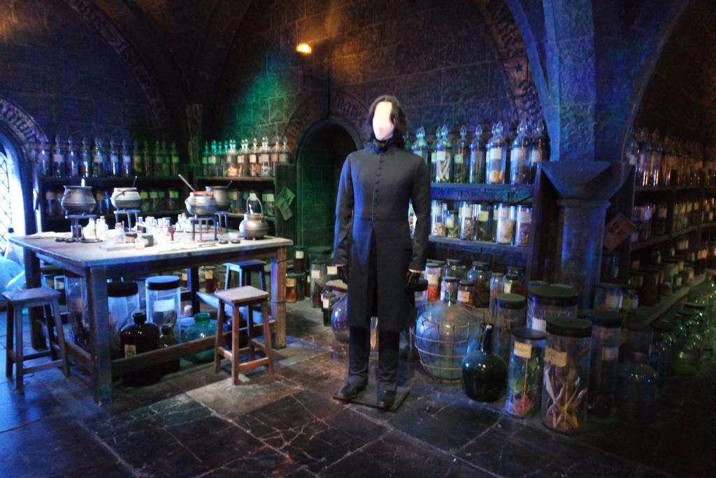 A temida Sala de Poções com o seu professor mais famoso: Severo Snape!