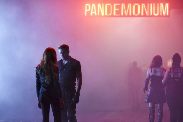 Shadowhunters-1x01-The-Mortal-Cup-Serie-Netflix