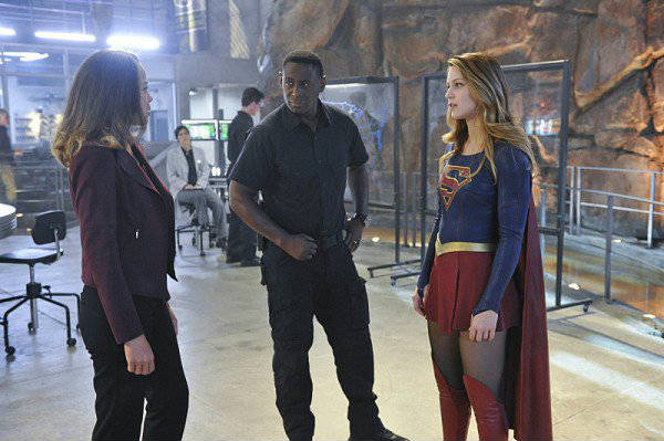 supergirl_1x11_strange_visitor_from_another_planet_plano_critico