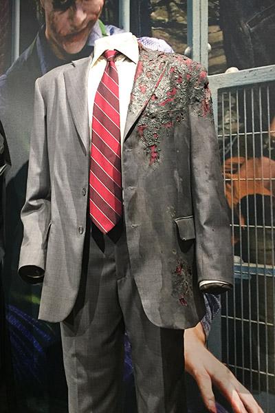 O terno queimado do Harvey Duas-Caras de Aaron Eckhart.