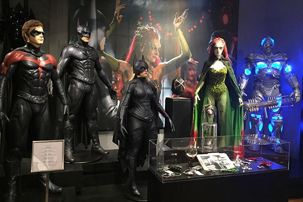 Sim, estão aí todos os trajes de Batman & Robin...