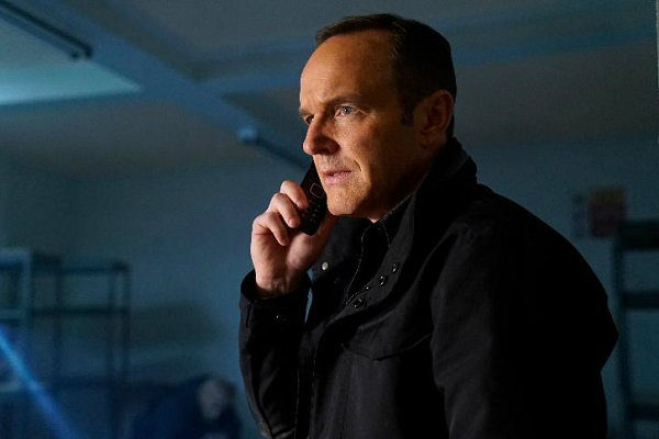 agents_of_shield_4x14_the_man_behind_the_shield_plano_critico