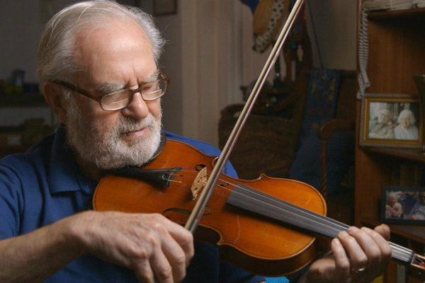 joes_violin_plano_critico