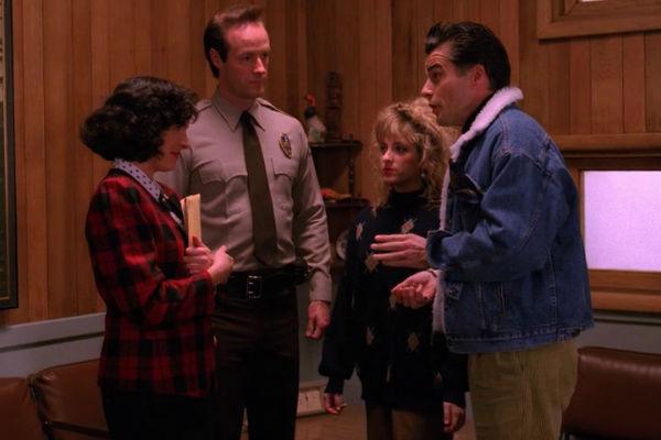 Twin-Peaks-Season-2-Episode-12-4-2661