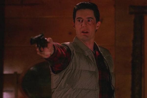 Twin-Peaks-Season-2-Episode-16-50-2576
