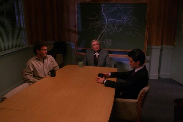 Twin-Peaks-Season-2-Episode-4-43-a233
