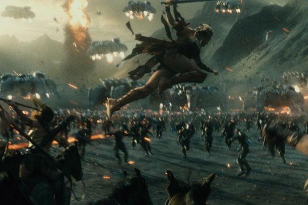 Justice-League-parademons plano critico batalha
