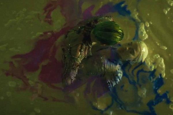Suicide-Squad-Trailer-Harley-Quinn-Origin-Chemical plano critico