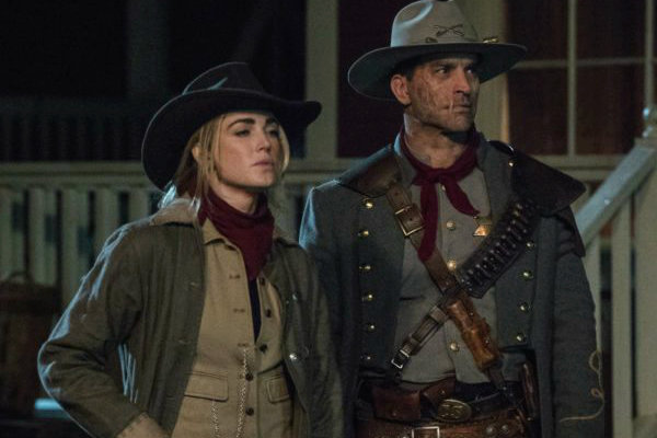 Legends-of-Tomorrow-The Good, The Bad and The Cuddly plano critico finale