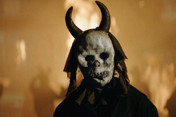 the-crucifixion-exorcismos e demônios plano crítico