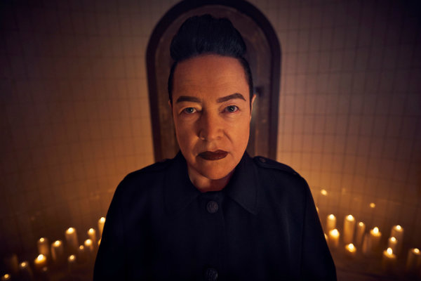 the end 2_Kathy_Bates_American Horror Story – 8X01 The End plano critico
