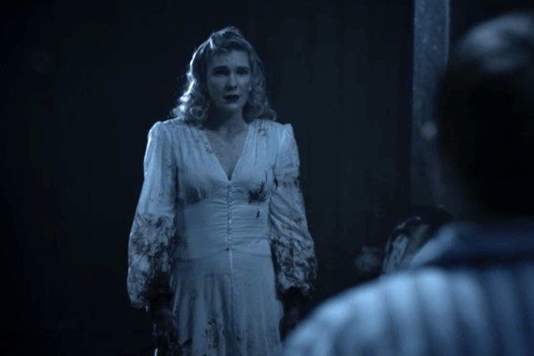american-horror-story-1984-lady-in-white-lily-rabe plano crítico slasher